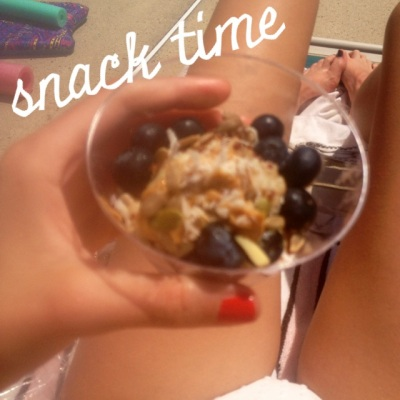 Oats, quinoa, blue berries, pb & mixed nuts for a little pick me up.